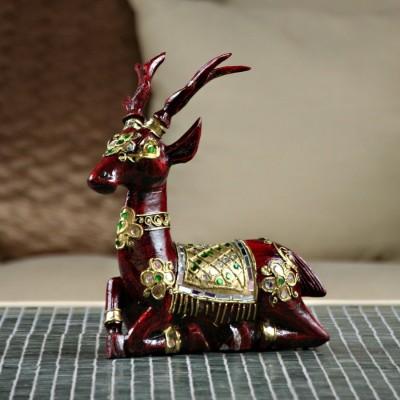 Cerf en bois sculpé rouge