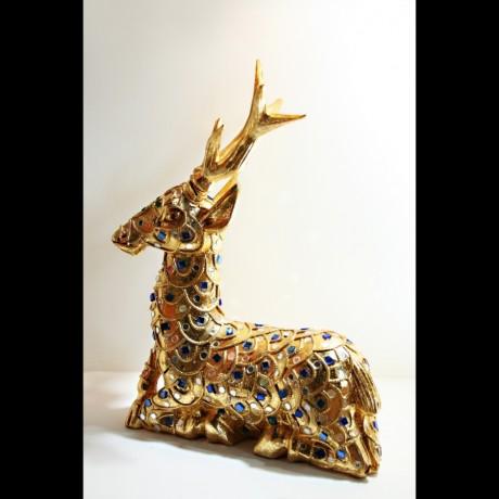 Cerf sculpté en bois doré