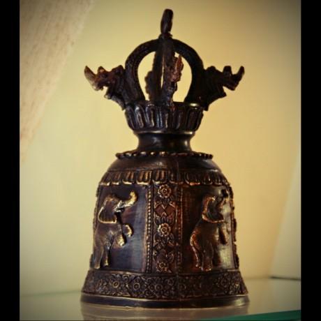 Cloche en bronze noir