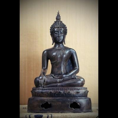 Bouddha  Lana-Chiang Saen Bhumisparsa
