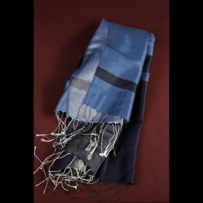 Foulard en soie bleu clair