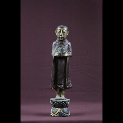 Statuette de bonze en bois noir